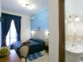 camera matrimoniale piano primo con balcone