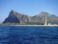 Il Faro Di San Vito Lo Capo sullo sfondo il Monte Monaco